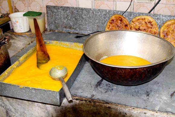 حلوا زرده زینت بخش سفره افطاری ماه رمضان