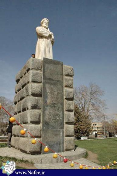 مجسمه بوعلی سینا در میدان بوعلی همدان