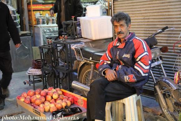 نمایی از بازار شب عید در همدان