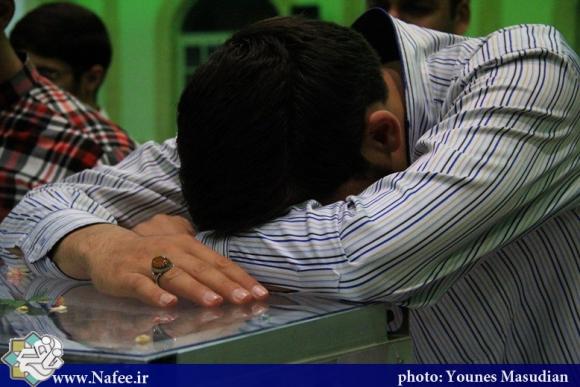 آخرین دیدار و آخرین وداع در یک قاب/ مراسم وداع خانواده شهید امیر مسعود محمد زاده با براد