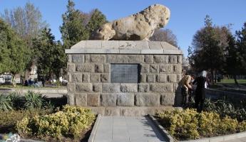 مجسمه شیر سنگی که به دستور اسکندرساخته شد