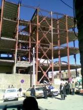 رها شدن 15 ساله ساختمانی در تویسرکان/ بالاخره پارکینگ آری یا نه!!