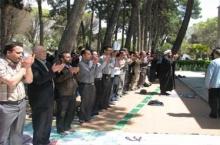 اقامه نماز جماعت در 25 بوستان شهر همدان